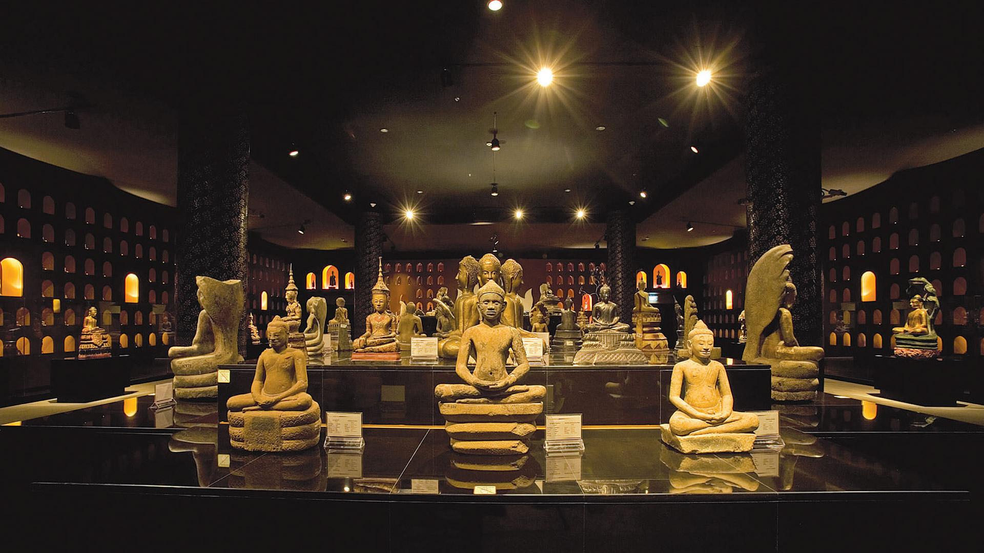 Visit National Museum in Cambodia